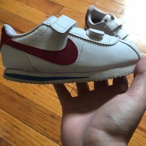 Size 9c Nike's